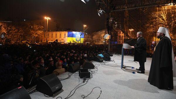 Президент Украины Петр Порошенко во время выступления возле Собора Софии-Киевской. 15 декабря 2018