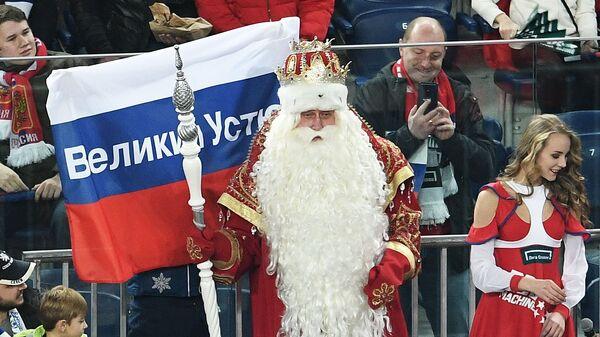 Дед Мороз среди болельщиков сборной России