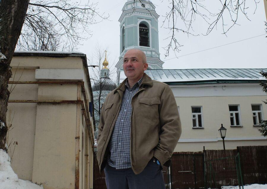Подопечный «Ангара спасения» Алексей Евгеньевич С. во дворе Храма Преподобного Сергия Радонежского