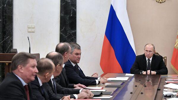 Президент РФ Владимир Путин проводит совещание с постоянными членами Совета безопасности РФ. 17 декабря 2018