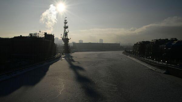 Москва-река в районе Берсеневской и Пречистенской набережных