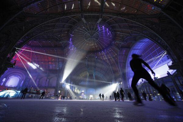 Каток под стеклянной крышей Grand Palais