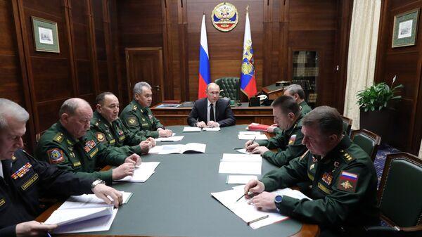 Владимир Путин выступает на расширенном заседании коллегии министерства обороны РФ. 18 декабря 2018