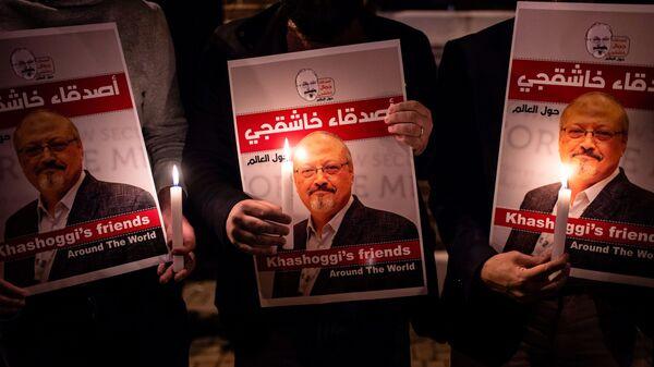 Плакаты с фотографией журналиста Джамаля Хашукджи у консульства Саудовской Аравии в Стамбуле. 25 октября 2018