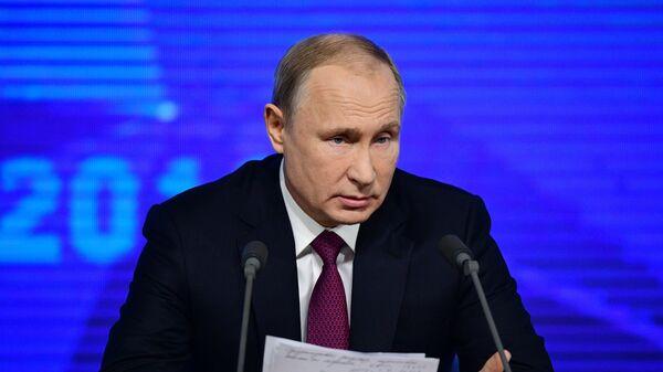 Президент РФ Владимир Путин на четырнадцатой большой ежегодной пресс-конференции в Центре международной торговли на Красной Пресне