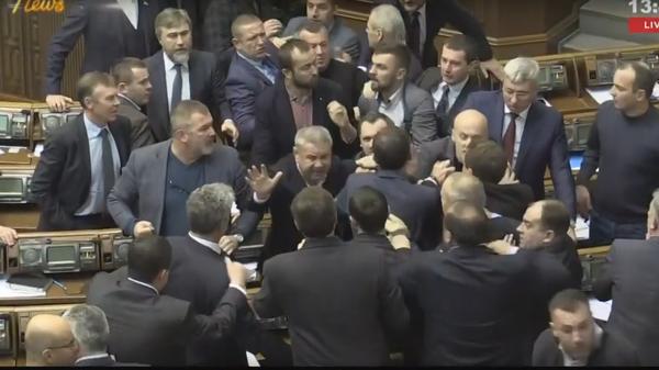 Депутаты Рады устроили массовую драку