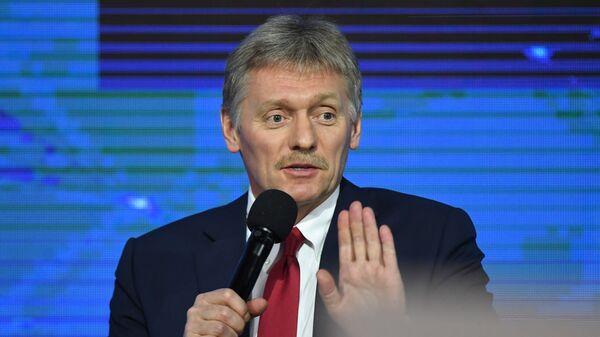 Пресс-секретарь президента РФ Дмитрий Песков на ежегодной пресс-конференции президента РФ Владимира Путина