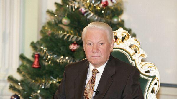 Президент России Борис Ельцин выступает с традиционным новогодним обращением к гражданам  России