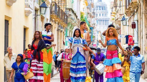 Танцоры на улице Гаваны