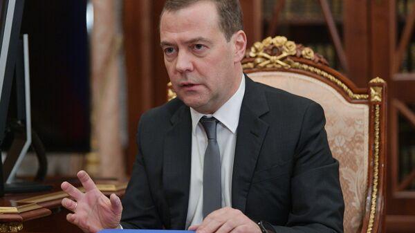 Председатель правительства РФ Дмитрий Медведев во время встречи с президентом РФ Владимиром Путиным