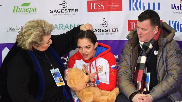 Татьяна Тарасова, Евгения Медведева (в центре) и Брайан Орсер