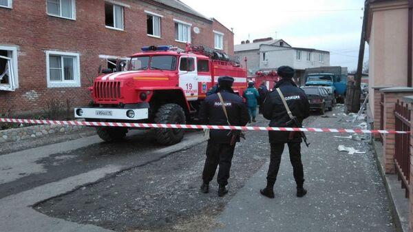 Сотрудники полиции на месте возгорания в селении Октябрьское. 22 декабря 2018