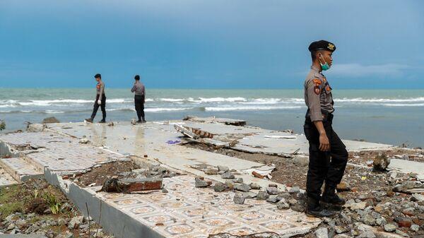 СМИ: в Индонезии шесть человек погибли из-за наводнения и оползня