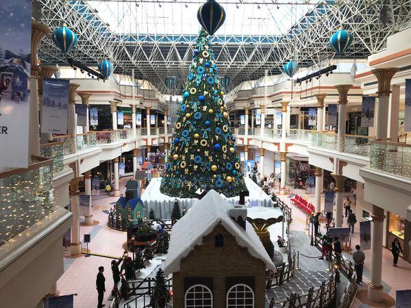 Рождественская елка в торговом центре Дубая