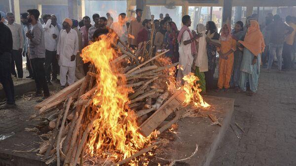 Костер на погребальной церемонии в Индии