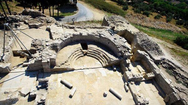 Раскопки в византийском замке Кадыкалеси в провинции Айдын на западе Турции