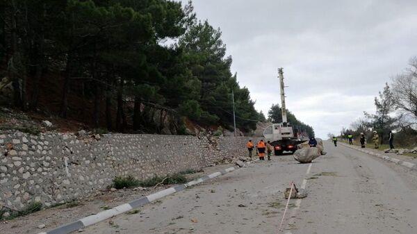 Обрушение скалы на трассе Ялта-Севастополь. 26 декабря 2018