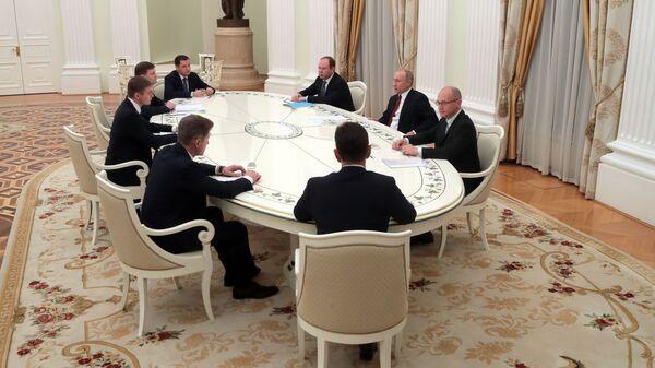 Президент РФ Владимир Путин во время встречи с избранными главами ряда субъектов РФ