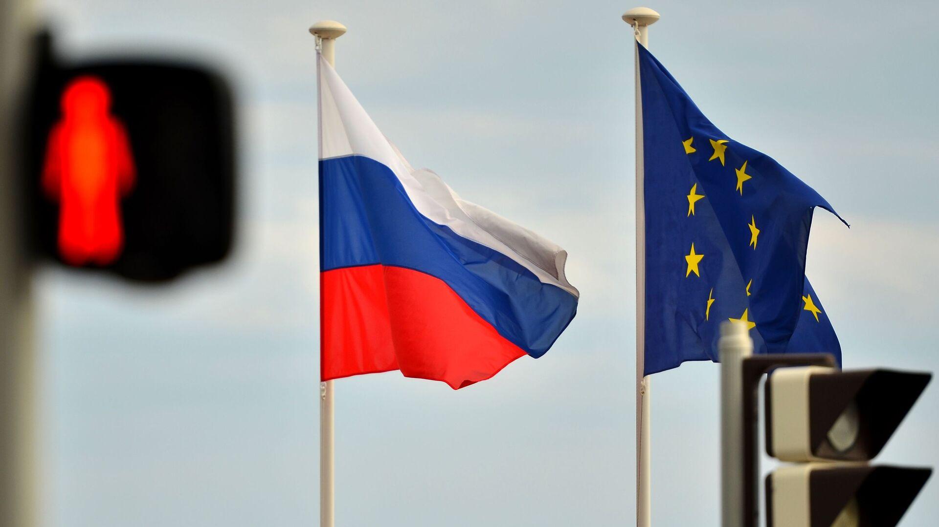 Флаги России и ЕС - РИА Новости, 1920, 15.10.2020