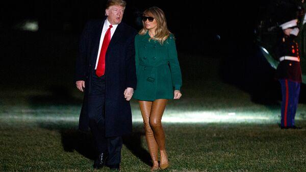 Президент США Дональд Трамп и его супруга Меланья после возвращения из Ирака в Вашингтон