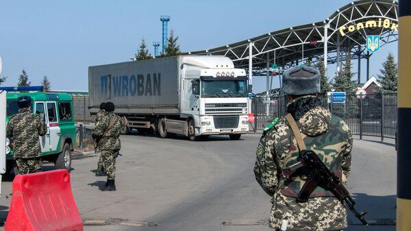 Контрольно-пропускной пункт Гоптовка на границе России и Украины
