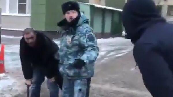 Стоп-кадр видеозаписи конфликта с участием рэпера Птахи в Москве