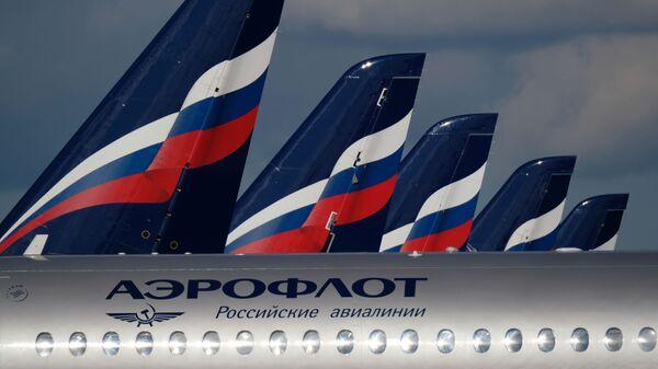 Sukhoi Superjet 100 на стоянке самолетов в аэропорту Шереметьево в Москве
