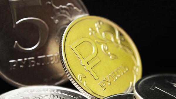 Монеты номиналом 1 рубль и 5 рублей