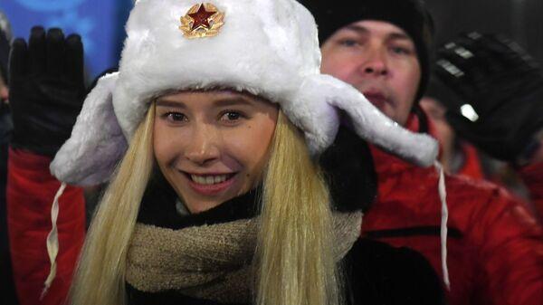 Девушка во время встречи Нового года - 2019 у Центральной елки в Казани