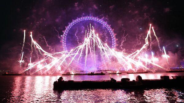 Фейерверк во время празднования Нового года в Лондоне, Великобритания