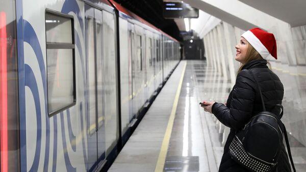 Пассажирка на станции Савеловская Большой кольцевой линии