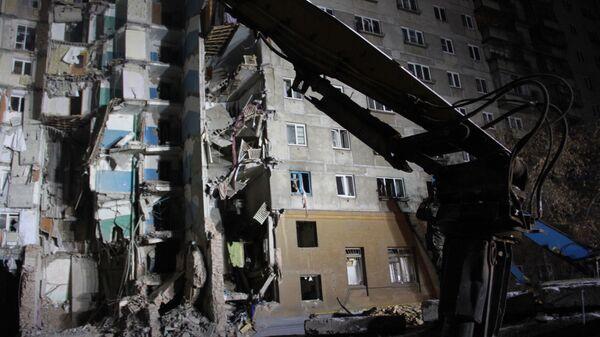 На месте обрушения одного из подъездов жилого дома в Магнитогорске. 3 января 2019
