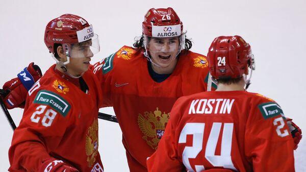 Игроки сборной России Григорий Денисенко, Александр Романов и Клим Костин (слева направо)