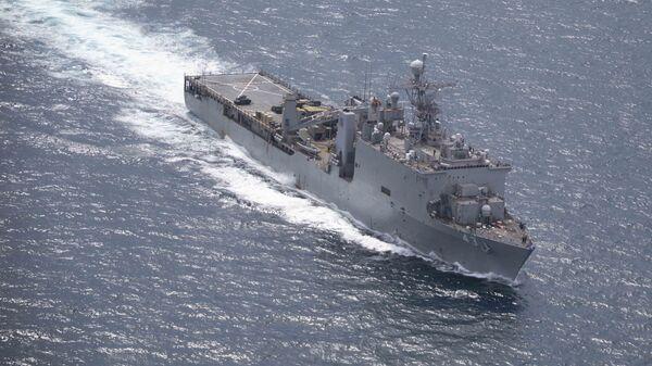 Большой десантный корабль ВМС США вошел в Черное море