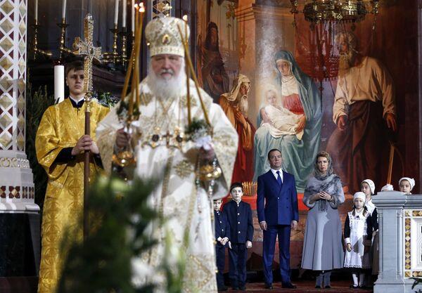 Председатель правительства РФ Дмитрий Медведев с супругой Светланой во время Рождественского богослужения в храме Христа Спасителя в Москве. 7 января 2019