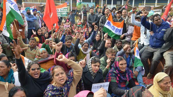Индийские активисты принимают участие в митинге во время общенациональной забастовки. 8 января 2019