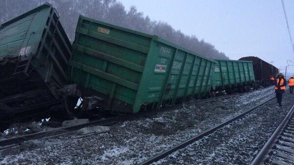 На месте схода вагонов грузового поезда в Оренбургской области. 9 января 2019