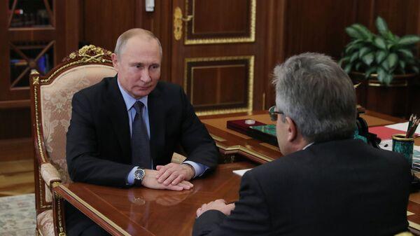 Президент РФ Владимир Путин во время встречи с президентом Российской академии наук Александром Сергеевым. 9 января 2019