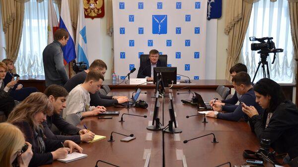 Мэр Саратова Михаил Исаев вот время брифинга о дорожной ситуации а городе. 9 января 2019