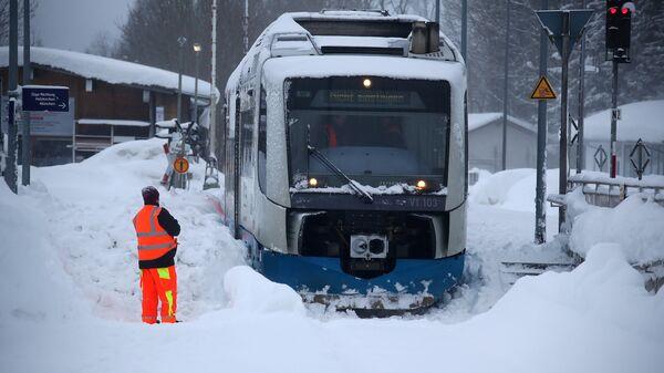 Поезд застрял  в снегу недалеко от Мюнхена после сильного снегопада в Германии