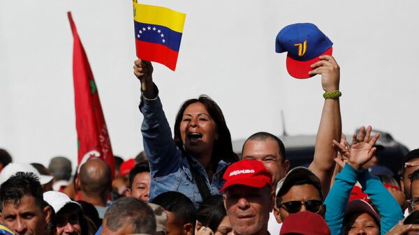 Сторонники президента Венесуэлы Николаса Мадуро в Каракасе. 10 января 2019