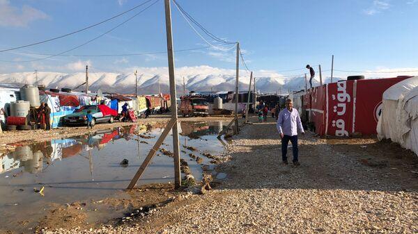 Сирийские беженцы в палаточном лагере Абу-Мазен в поселении Барэльяс в Ливане