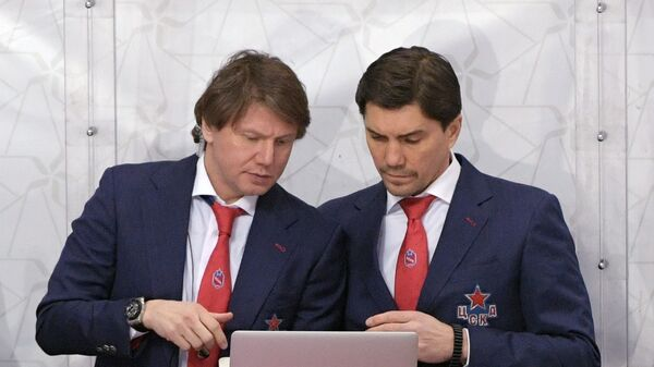 Тренер ПХК ЦСКА Равиль Якубов (слева)и главный тренер ПХК ЦСКА Игорь Никитин