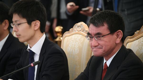 Министр иностранных дел Японии Таро Коно во время встречи с министром иностранных дел РФ Сергеем Лавровым в Москве. 14 января 2019