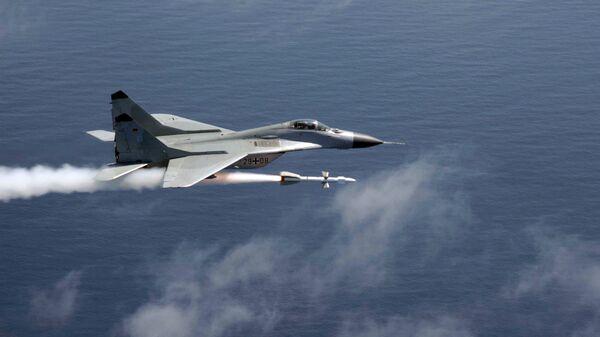 МиГ-29 ВВС Германии ведет огонь ракетой Р-27, 2006 год