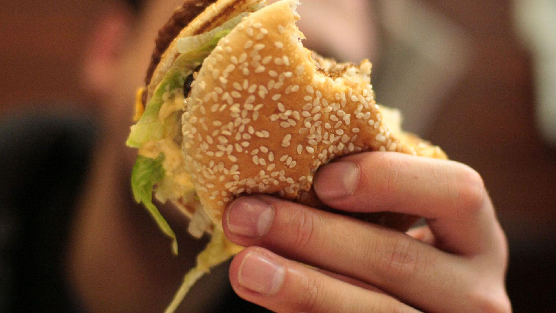 Сотрудник McDonald's снял на видео издевательства над клиентами