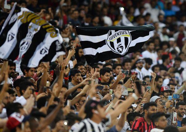 Болельщики Ювентуса во время матча за Суперкубок Италии против Милана