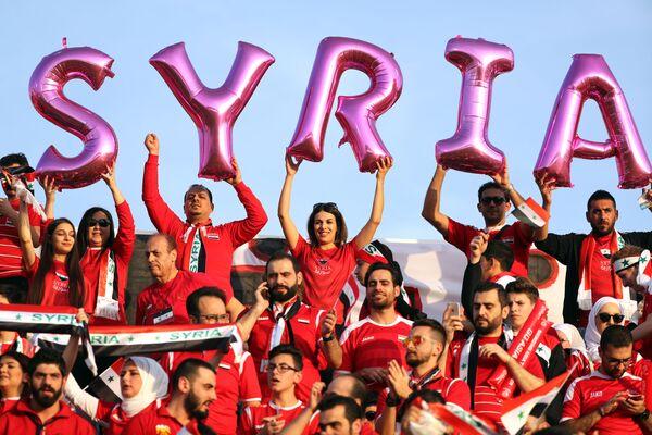 Сирийские болельщики перед началом матча Кубка Азии по футболу между сборными Австралии и Сирии в Аль-Айне