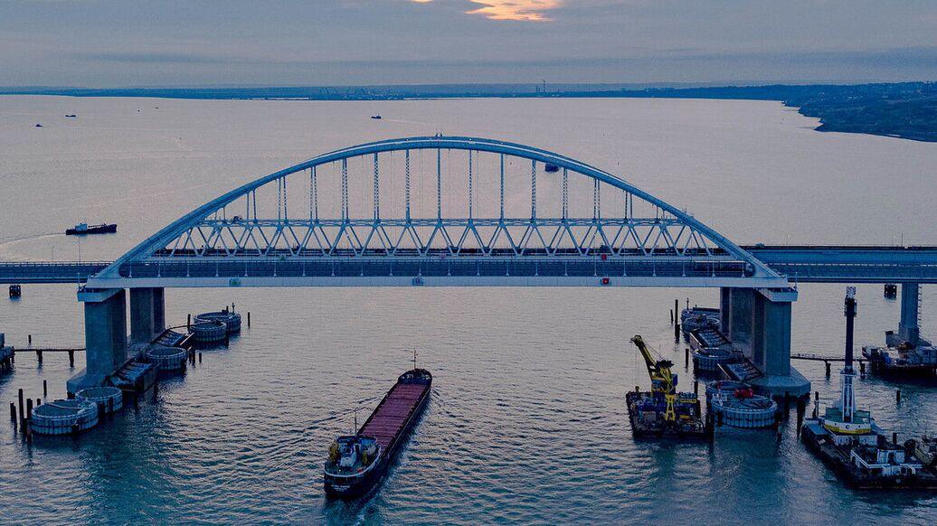 Первый поезд по мосту придет в Крым предварительно 8 декабря