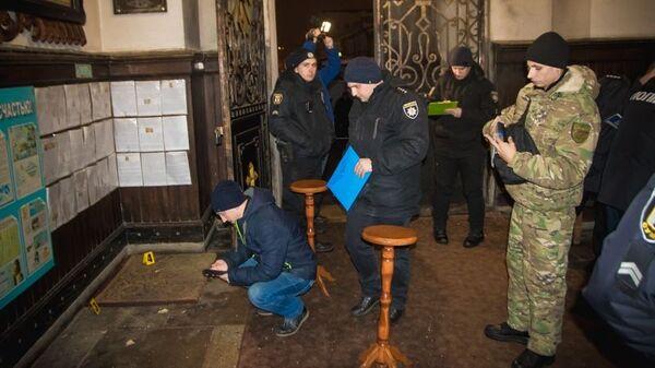 Сотрудники полиции на месте взрыва в Спасо-Преображенском кафедральном соборе канонической Украинской православной церкви в Сумах